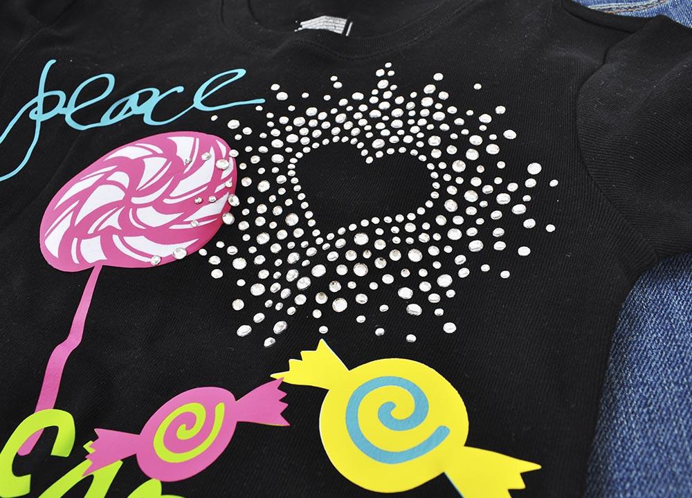 custom-apparel-_0007_Rhinestone3